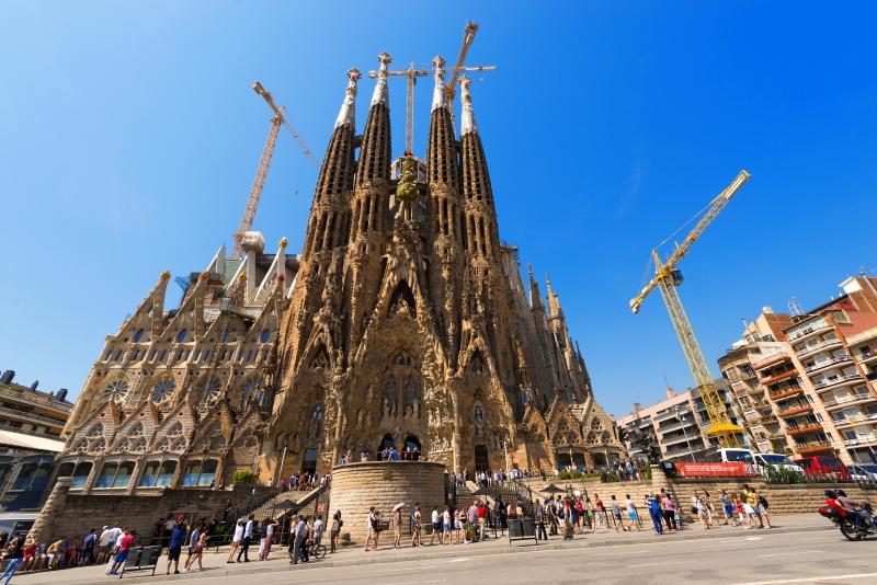 10347306-sagrada-familia-barcelona-spain